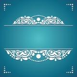 Elemento decorativo bianco su un fondo blu per le carte Fotografia Stock