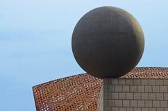 Elemento decorativo fatto di bronzo su un tetto Fotografia Stock