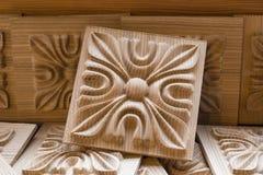 Elemento decorativo scolpito di legno per mobilia Fotografie Stock Libere da Diritti