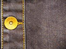 Elemento del denim con il primo piano del bottone, come fondo immagini stock