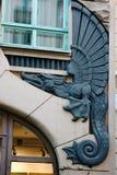 Elemento del dintel de la puerta Dragón con alas Fotografía de archivo