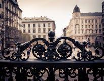 Elemento del ornamento de la puerta del hierro en el paisaje urbano Imagen de archivo libre de regalías