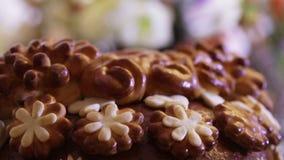 Elemento del pan de la boda con las flores almacen de video