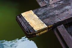 Elemento della barca di legno tailandese nera Immagine Stock