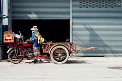Elemento inutilizzato dell'affare dei tricicli del trasporto (Saleng, Zaleng) fotografia stock