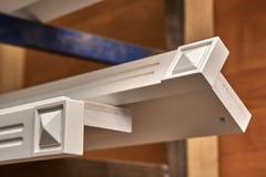 Elemento pintado do armário Processo de manufatura de madeira da mobília foto de stock
