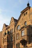 Elementos arquitetónicos da fachada da construção no centro histórico de Praga República Checa fotografia de stock