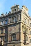 Elementos arquitetónicos da fachada da construção no centro histórico de Praga República Checa imagem de stock royalty free