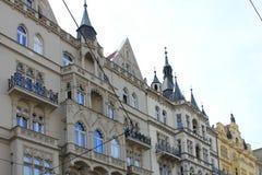 Elementos arquitetónicos da fachada da construção no centro histórico de Praga República Checa fotografia de stock royalty free