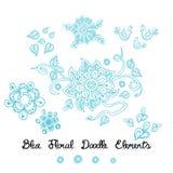 Elementos azules del garabato de la flor del ornamento en blanco Imágenes de archivo libres de regalías