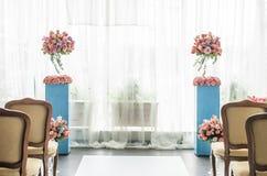 Elementos bonitos da decoração do projeto da cerimônia de casamento com arco, Imagem de Stock