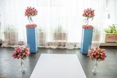 Elementos bonitos da decoração do projeto da cerimônia de casamento com arco, Imagens de Stock Royalty Free