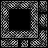 Elementos célticos blancos y negros del marco y del diseño del nudo, ejemplo del vector Imagen de archivo libre de regalías