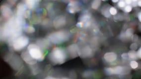 Elementos cristalinos defocused abstractos en fondo negro metrajes