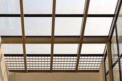 Elementos da arquitetura moderna de vidro, de aço e de concreto Vista das construções imagem de stock royalty free