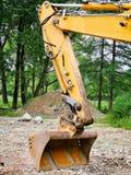 Elementos da construção da máquina escavadora vestida velha fotos de stock