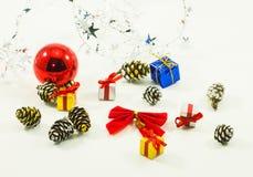 Elementos das decorações do ano novo e do Natal imagem de stock