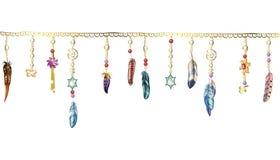 Elementos de Boho Vector a ilustração com penas, corrente e joias Penas de pássaro decorativas no branco foto de stock royalty free