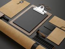 Elementos de identidad en fondo de papel negro imágenes de archivo libres de regalías