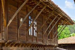 Elementos de la arquitectura rural balcánica Fotos de archivo