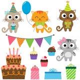 Elementos de la fiesta de cumpleaños con los gatos Imagen de archivo