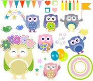 Elementos de la fiesta de cumpleaños del vector con los buhos lindos Fotos de archivo libres de regalías