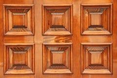 Elementos de madera brillantes de la puerta Cuadrados de la terracota Elementos del imagenes de archivo