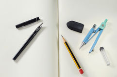 Elementos de trabalho retros conceito e ideia do projeto Fotografia de Stock