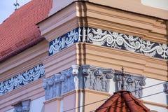 Elementos decorativos da fachada da igreja foto de stock
