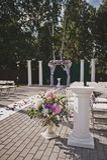 Elementos decorativos del jardín adornados con las flores 565 Imágenes de archivo libres de regalías