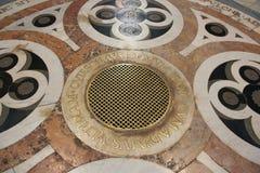 Elementos decorativos do assoalho em Florence Cathedral, Imagem de Stock Royalty Free