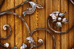 Elementos decorativos do forjamento artístico com imitação da flor fotos de stock