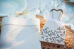 Elementos decorativos que servem a tabela do casamento foto de stock