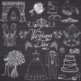 Elementos del día de boda Sistema dibujado mano con el vestido y smoking de la novia de la vela de las flores, zapatos, vidrios p Imagen de archivo libre de regalías