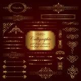 Elementos del diseño y decoración caligráficos de la página en oro Fotografía de archivo libre de regalías