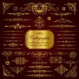 Elementos del diseño y decoración caligráficos de la página en oro Imagen de archivo libre de regalías