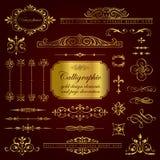Elementos del diseño y decoración caligráficos de la página en oro Foto de archivo