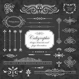 Elementos del diseño y decoración caligráficos de la página en un fondo de la pizarra Imagen de archivo libre de regalías