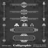 Elementos del diseño y decoración caligráficos en un fondo de la pizarra - sistema de la página del vector Imagen de archivo