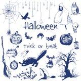 Elementos dibujados mano del partido de Halloween del garabato Objetos azules de la pluma, fondo blanco Ejemplo del diseño para e Imagenes de archivo
