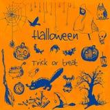 Elementos dibujados mano del partido de Halloween del garabato Objetos azules, fondo anaranjado de la acuarela Ejemplo del diseño Fotos de archivo libres de regalías