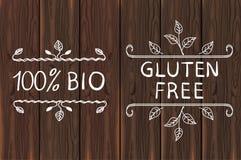 Elementos dibujados mano en la madera marrón Gluten libre y el 100 por ciento de BIO Ilustración del vector Foto de archivo