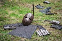 Elementos do amor do corpo e armas medievais fotografia de stock