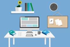 Elementos do projeto, estilo liso do desktop em um fundo azul Imagem de Stock Royalty Free