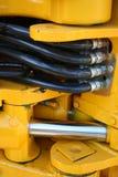 Elementos hidráulicos de la niveladora pesada del edificio Foto de archivo