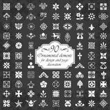 Elementos ornamentales para la decoración del diseño y de la página en un fondo de la pizarra Fotografía de archivo libre de regalías