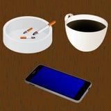 Elementos para el diseño en la tabla: taza de café, cenicero, cigare Imagenes de archivo