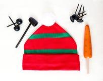 Elementos para jugar con los niños para crear el muñeco de nieve Imagenes de archivo
