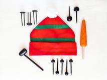 Elementos para jugar con los niños para crear el muñeco de nieve Foto de archivo libre de regalías