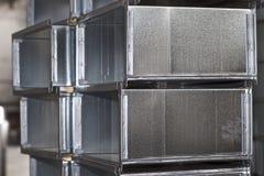 Elementos y piezas hechos de la hoja galvanizada para los diversos sistemas de ventilaci?n fotos de archivo